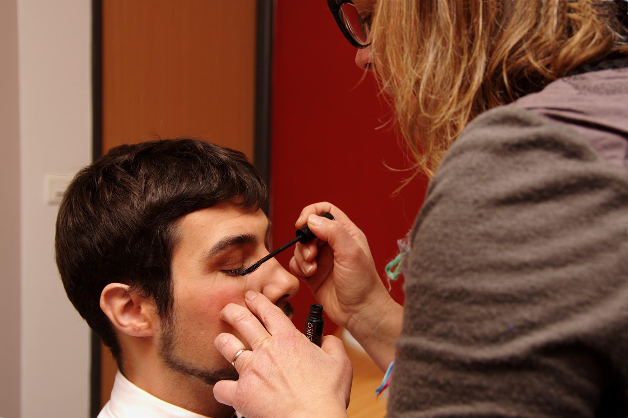 Maquillage théatre Le May sur Evre